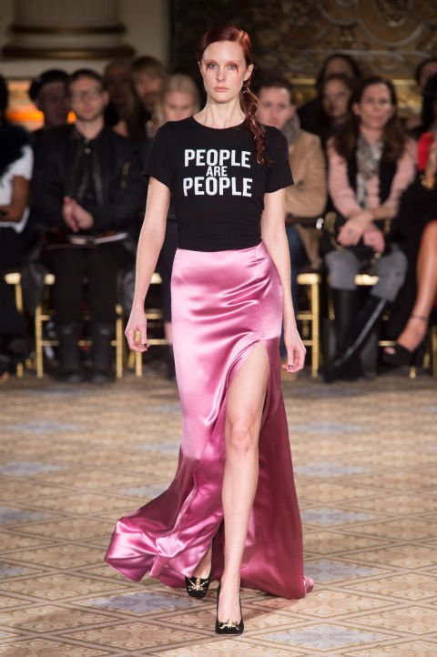 new-york-fashion-week-autunno-inverno-2017-2018-t-shirt-personalizzate-frasi-christian-siriano